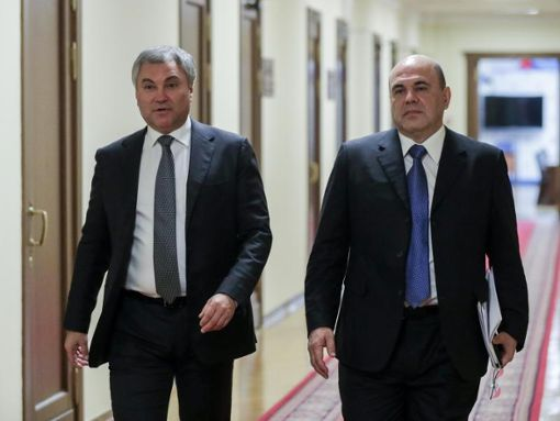 Wjatscheslaw Wolodin (l.), Vorsitzender des russischen Parlaments, und der neue Ministerpräsident Michail Mischustin in der Staatsduma. Foto: The State Duma/The Federal Assembly of The Russian Federation/AP/dpa Foto: DPA - The State Duma/The Federal Assembly of The Russian Federation/AP/dpa