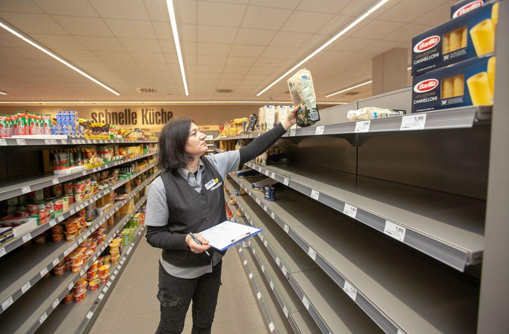 Der Nachschub Rollt Hamsterkaufe Wegen Corona Gefahr Kreis Esslinger Zeitung