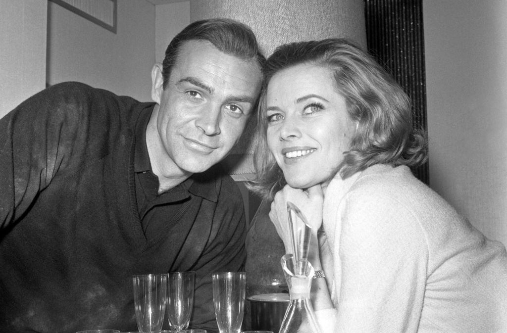 "Bond und ""Bond Girl"": Sean Connery und Honor Blackman. Foto: dpa/Pa"